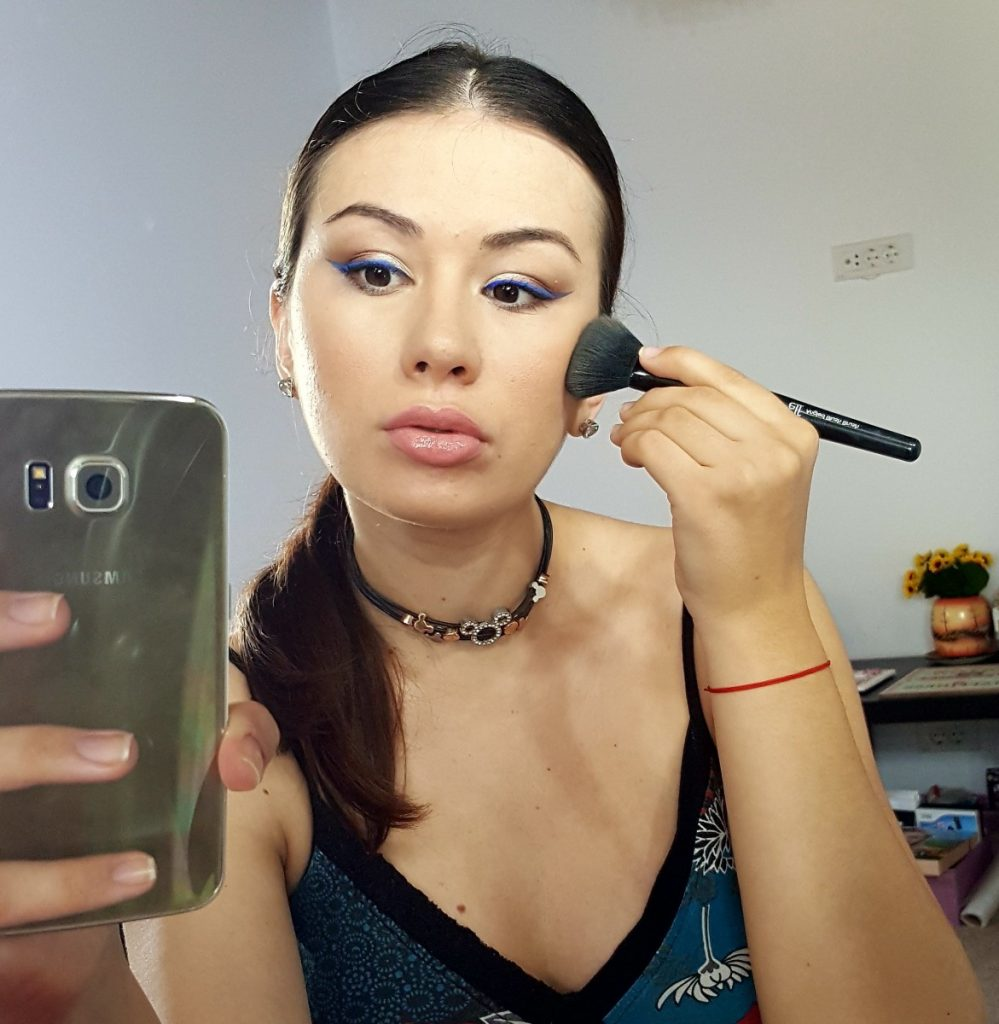 tus-ochi-fingertip-eyeliner